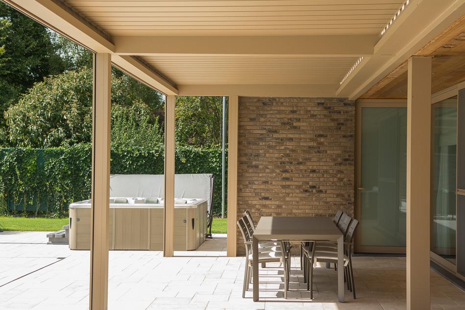 Terrasoverkapping camargue van renson overboelare sds veranda